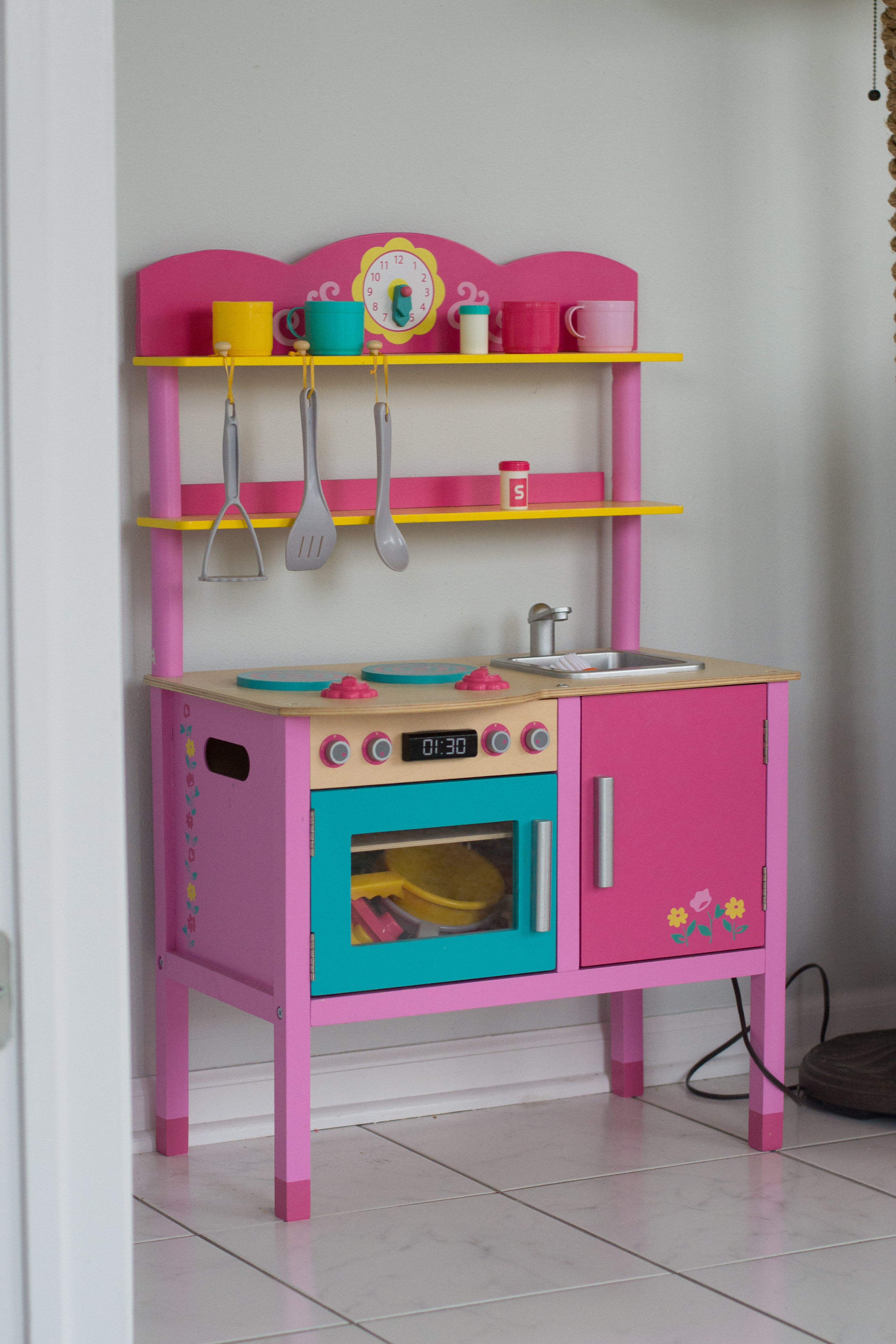 Toy review target little girl s kitchen thehoneyhoneyblog for Little girl kitchen playset